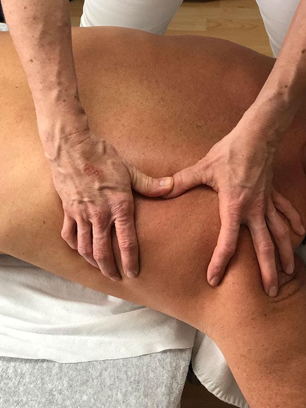 Bindegewebe-Massage,-Martina-Keller-Villiger,-eidg.-dipl.-med.-Masseurin-in-Dintikon